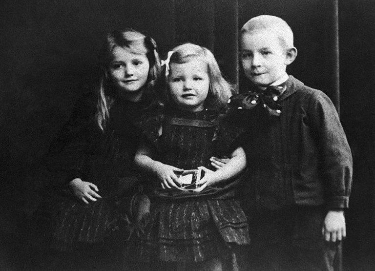 Эрих Мария Ремарк с сестрами