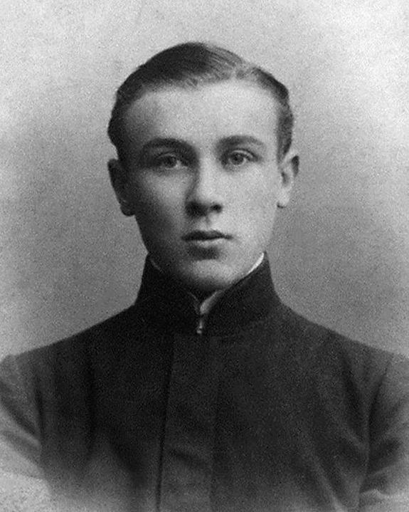 Михаил Булгаков в юности.