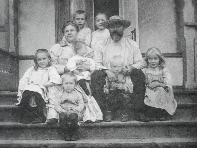 Булгаков с семьей 1902 год