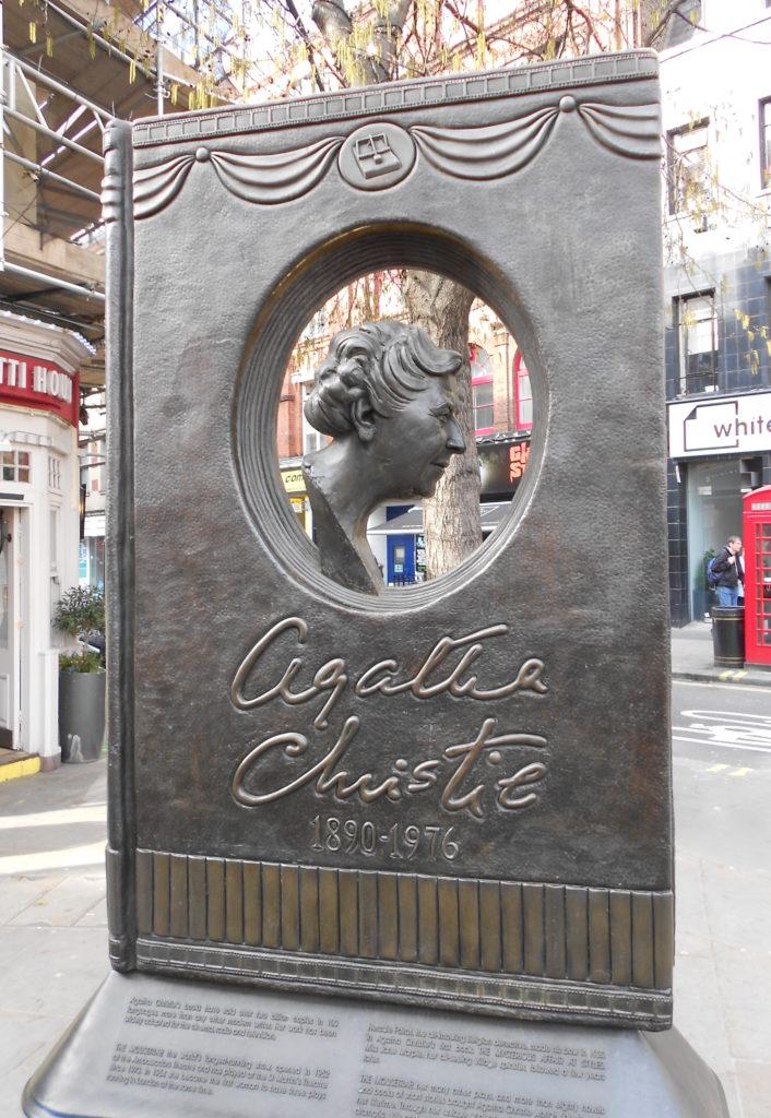 Памятник Агате Кристи в театральном районе Лондона, в самом центре Ковент-Гардена (скульптор Бен Твистон-Дэвис). Автор Diagram Lajard