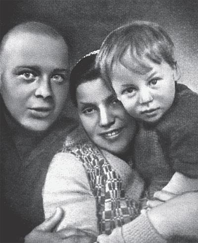 Гайдар с женой Лией и сыном Тимуром