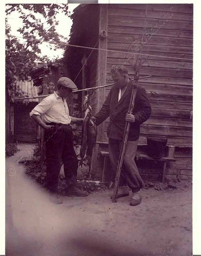 На фотографиях К.Г.Паустовский и А.П.Гайдар в Солотче, во дворе дома Пожалостина и на Прорве.(Фотографии музея К.Г.Паустовского)