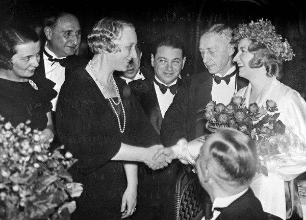 На церемонии вручения Нобелевской премии в Стокгольме, 1933. Слева направо: Г. Н. Кузнецова, И. Троцкий, В. Н. Бунина, Андрей Седых, И. А. Бунин.