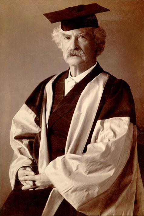 Официальный портрет Марка Твена в его академической одежде доктора наук Литтла